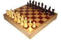Деревянные шахматы для подарка