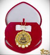 Медаль с Розочками и бпнтом на цепочке Золотая бабушка (футляр сердце)
