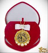 Медаль с Розочками и бантом на цепочке Самая Женственная (футляр сердце)