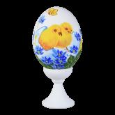 Пасхальное яйцо куриное на подставке Цыплята с синими цветами