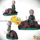 Кукла шарж охотнику «Крутой трофей с медведем»