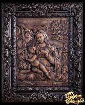Резное панно «Богоматерь с младенцем»