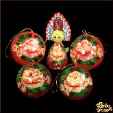 """Набор деревянных елочных шаров с куклой в кокошнике """"Жостово на красном"""""""