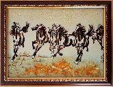 Бегущие лошади в степи из янтаря