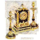 Часы каминные и два подсвечника