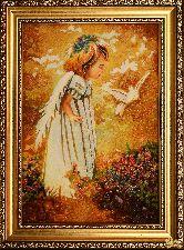 Картина из янтаря Девочка и голубь