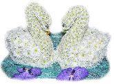 """Игрушка из цветов """"Два лебедя"""""""