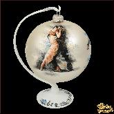 Ёлочный шар ручной работы на подставке Танец