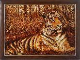 Картина тигрица из янтаря