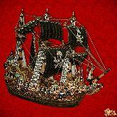 Фарфоровый штоф Корабль (цветной с золотом с пиратскими парусами)