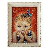 Красивый детский портрет из янтаря