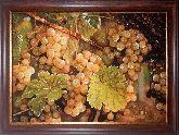 Натюрморт спелый виноград из янтаря