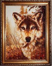 Волк в лесу — янтарная картина