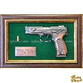 """Панно с пистолетом """"Ярыгин"""" в подарочной коробке"""
